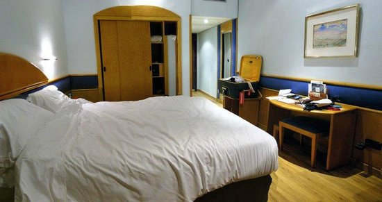 Hotel Agumar : Room and safe