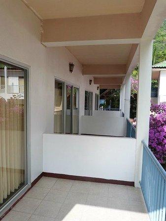 Thaniza Beachfront Resort : Balconies