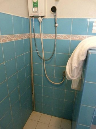 Thaniza Beachfront Resort : Bathroom