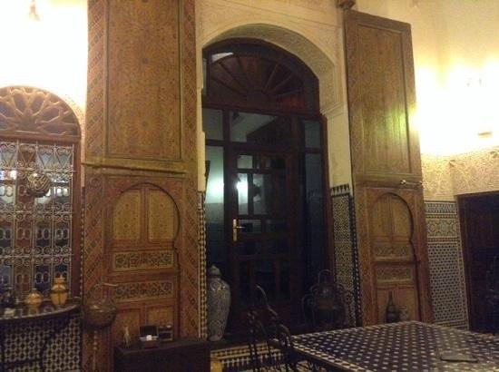 Riad Fes Aicha: porte d entree d une des chambres!