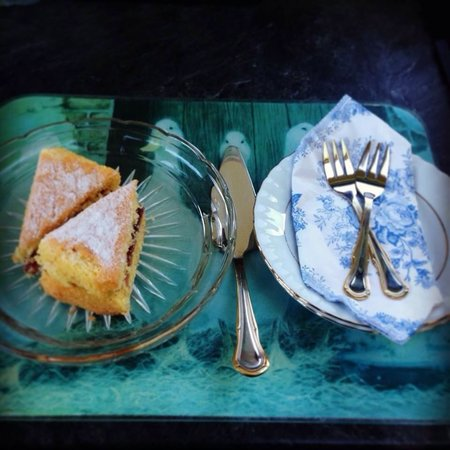 Pheasant Suites: Sponge cake that I enjoyed upon arrival
