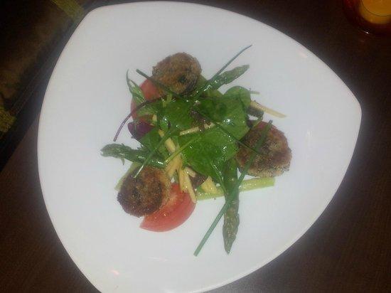 Le Contemporain : Salade de boudin panné aux asperges vertes.