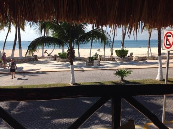 Hotel Posada Del Mar : VERY close to beach