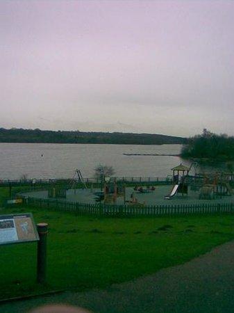 Staunton Harold Reservoir: lekplatsen & sjön