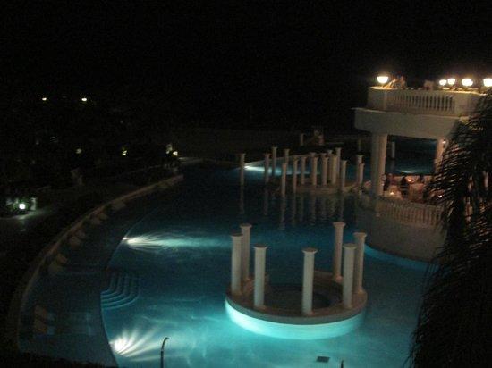 Grand Palladium Jamaica Resort & Spa: Part of the main pool at night