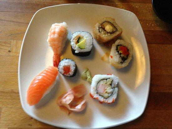 Zen Japanese & Oriental Restaurant: Delicious sushi!