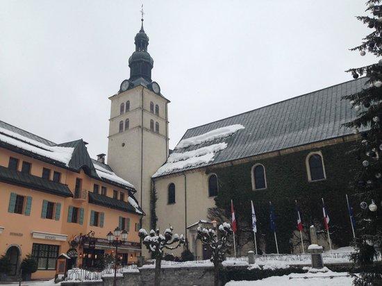 Hotel Mont-Blanc: Megeve Church square