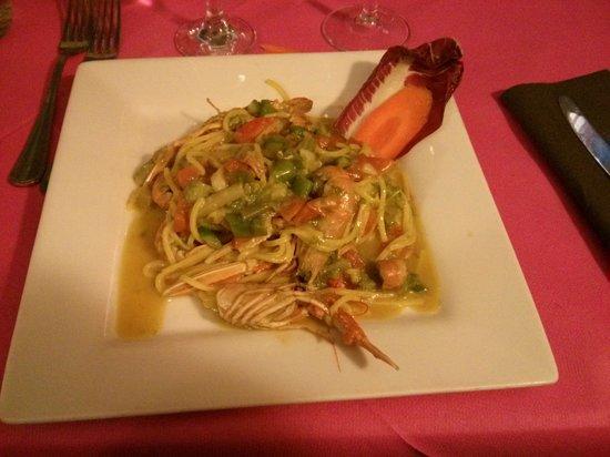 Gusto Pinto: tagliolini scampi e asparagi