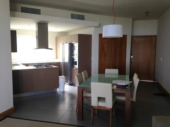 Ultravioleta Boutique Residences: dining area/kitchen