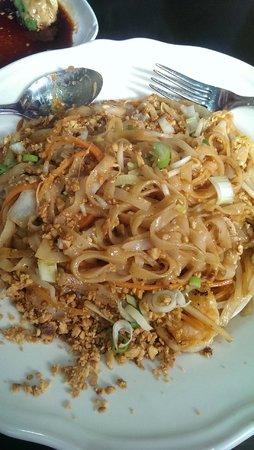 Spicy Basil: pad thai