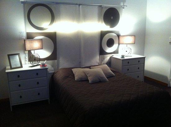 Hotel L'ideal Le Mountbatten: Une des chambres