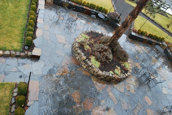 Balch Hotel : Slate patio
