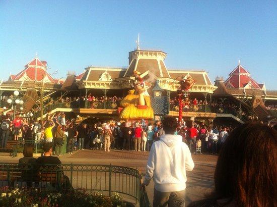 Disneyland Park: A Main Street Parade