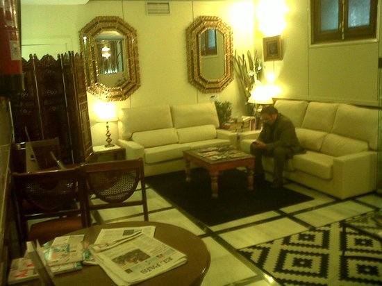 Best Western Hotel Los Condes : sitting area in lobby