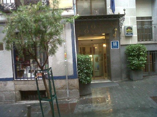 Best Western Hotel Los Condes: front door.