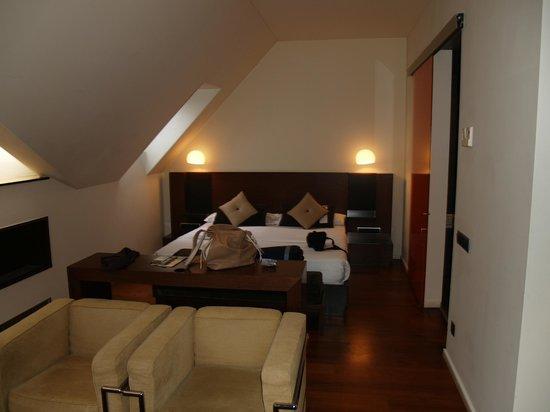 987 Design Prague Hotel: Habitación con salón