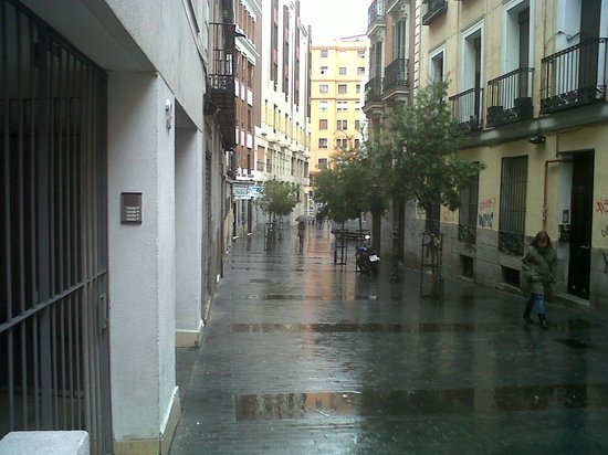 Best Western Hotel Los Condes: view from hotel street , very close to gran via