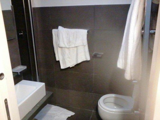Hotel Trevi : bagno e servizio asciugamani