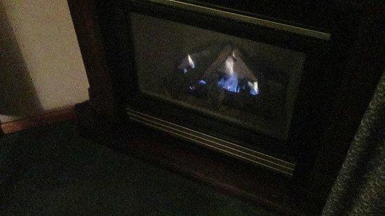 Comfort Inn Port Hope : Fireplace