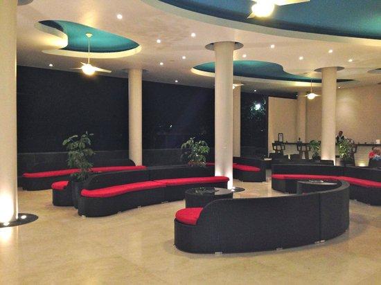 Crown Paradise Club Puerto Vallarta: Front lobby.  Very nice.