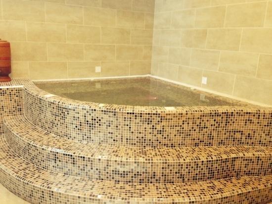 Villa Rosa Kempinski Nairobi: hot tub!