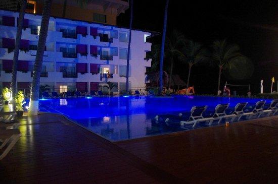 Crown Paradise Club Puerto Vallarta: Loved this pool!!!