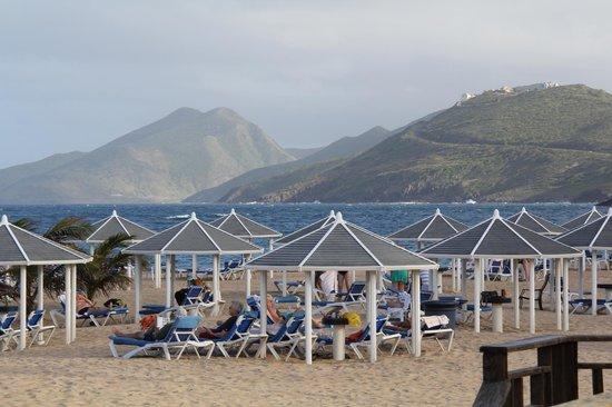 St. Kitts Marriott Resort & The Royal Beach Casino : Marriott beachfront view