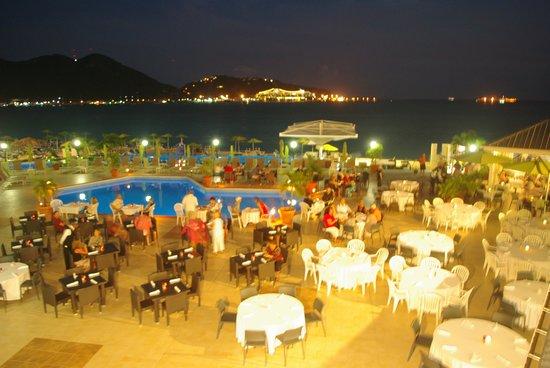Sonesta Great Bay Beach Resort, Casino & Spa: Souper Bbq sur le bord de la piscine