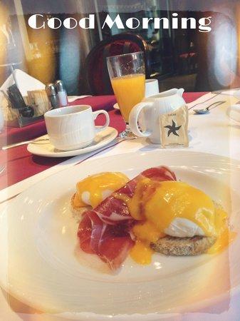 IBEROSTAR Grand Hotel Budapest: Gorgeous Benedict Eggs :)