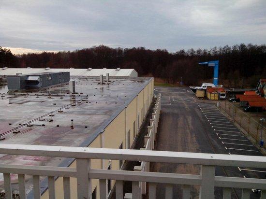 Maritim Hafenhotel Rheinsberg : Blick aus Zimmer 246 auf die angrenzende Fabrikhalle
