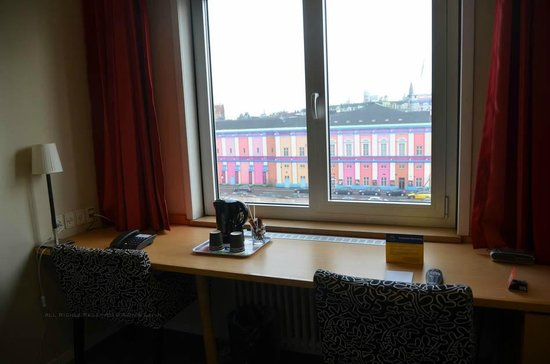 Copenhagen Mercur Hotel: Desk