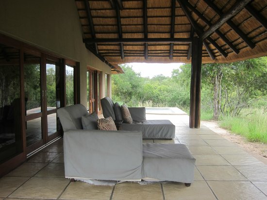 Arathusa Safari Lodge : back porch at room