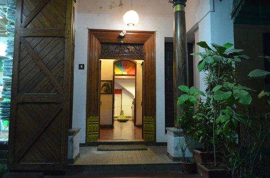 Hotel Coramandal Heritage: The main entrance