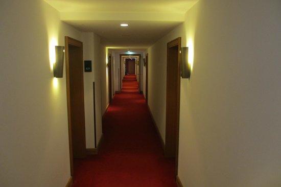 Hotel Schloss Waldeck: The unimpressive corridor