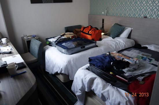 Shinagawa Prince Hotel Tokyo : bedroom, only way to get into suitcase was to put it on the bed