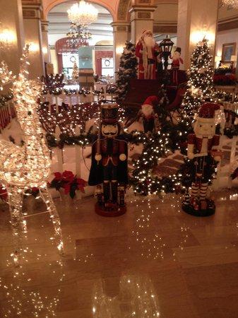 Omni Shoreham Hotel: Christmas decorations