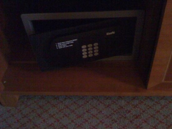 Lismoyne Hotel: The safe in the bottom of the wardrobe that didn't work