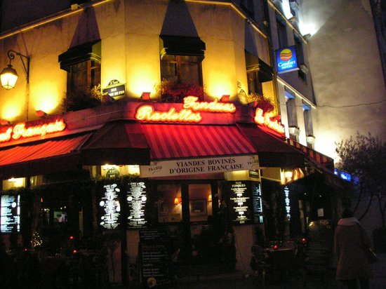Qualys Hotel Apolonia Mouffetard Paris 5 : Entrée de l'Hôtel juste à droite de la brasserie