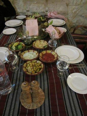 Al Qantarah : A wide and delicious assortment of mezze