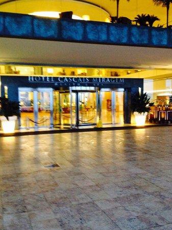 Hotel Cascais Miragem: The entrance that greets you