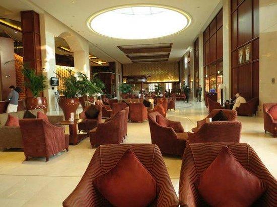 Ramada Jumeirah: Foyer
