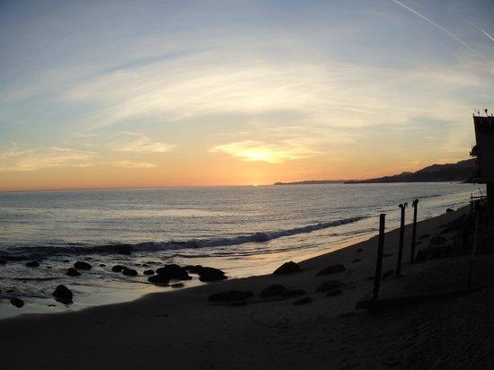 Dukes Malibu: Sunsetting View from Balcony