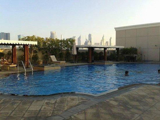 Ramada Jumeirah: Pool