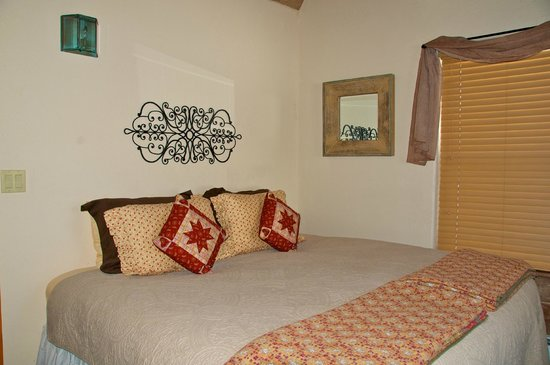 Mariposa Lodge Bed and Breakfast : Gemelo Room as a king bed