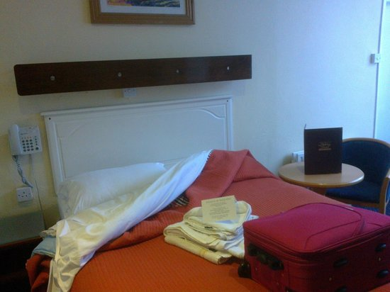 Ashley Hotel: comfy double bed