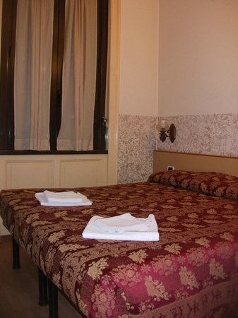 Hotel Nettuno : Habitación