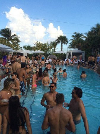 Sls South Beach Pool Party That They Host On The Weekends