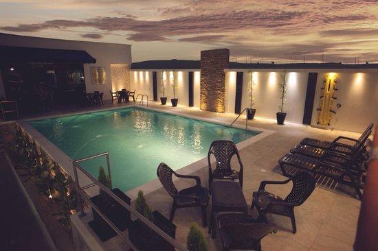 Hotel D'Leon : Nueva piscina