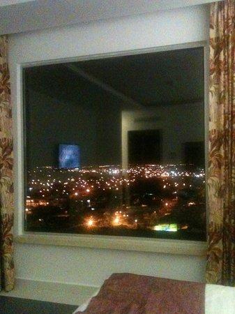 Hotel GHL Grand Villavicencio : vista de piso 10 a las montañas