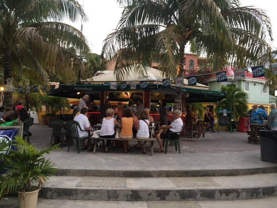 Buccaneer Beach Bar: View of the bar from the beach